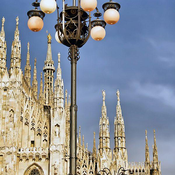 Фонарь у Миланского собора